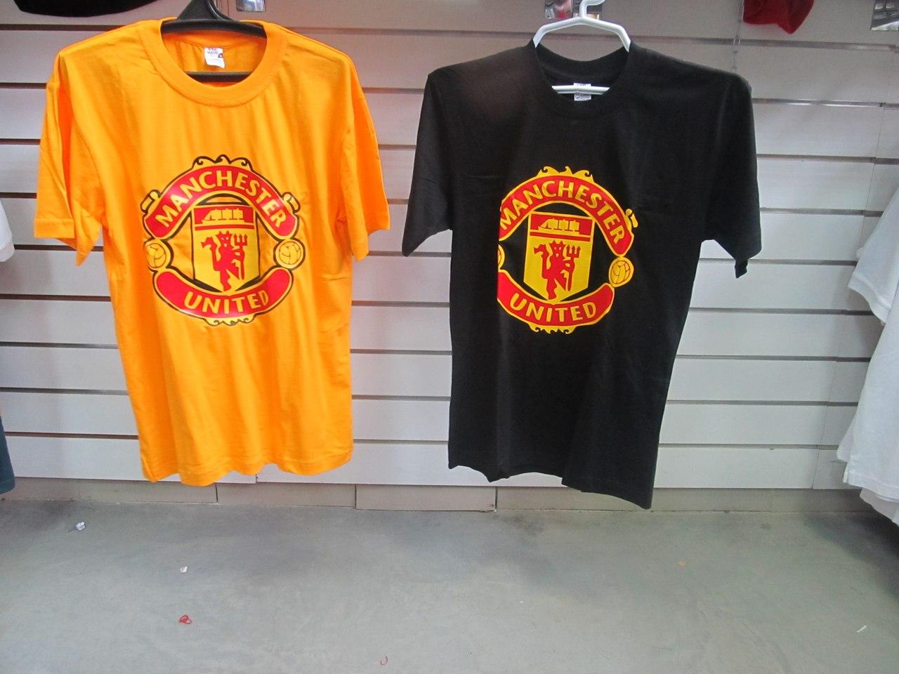 ... Футболка футбольного клуба Манчестер Юнайтед. Цвета  черная, желтая.  Фирменные магазины спортивной одежды ... 740062a4680