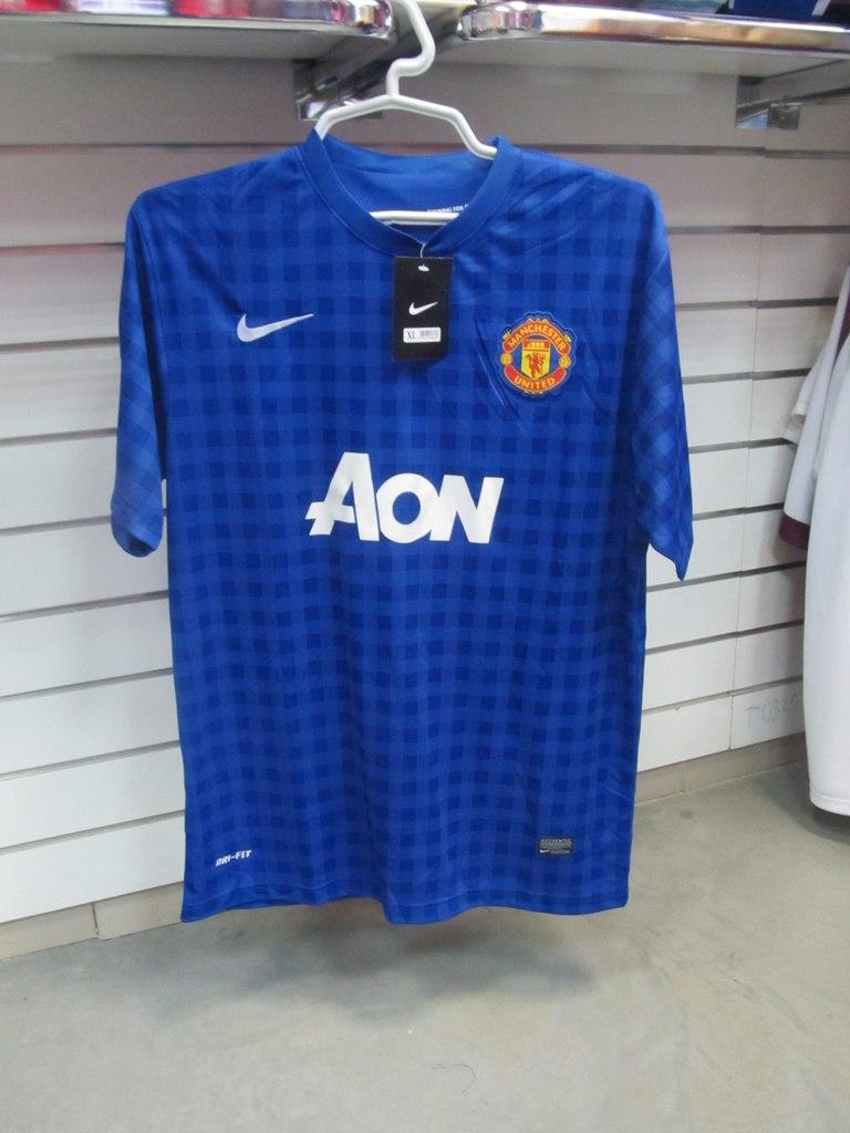 Майка игровая футбольного клуба Манчестер Юнайтед синяя в клетку, фирмы NIKE.  Магазины спортивной одежды ... 8906f6a0f02